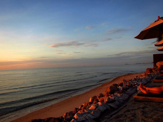 Devasom Hua Hin Resort: Beach view