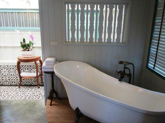 Devasom Hua Hin Resort: Nice bath tub
