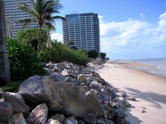 Devasom Hua Hin Resort: Beach and hotel view