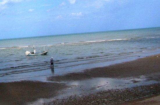 Devasom Hua Hin Resort: High tide