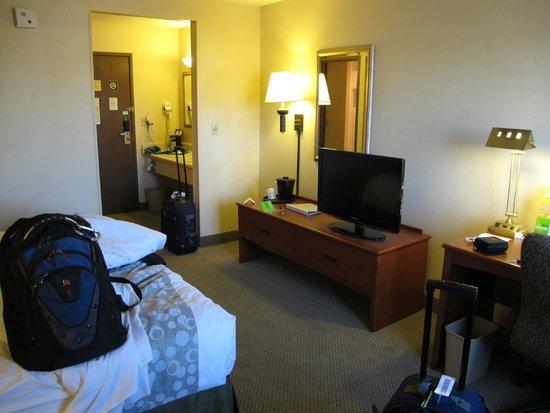 La Quinta Inn & Suites Albuquerque Journal Ctr NW : Open sink area
