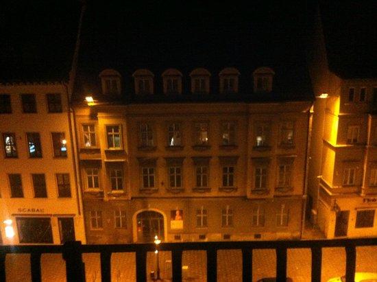 Steigenberger Hotel Drei Mohren: Номер сына выходил на улицу, но не было шумно.
