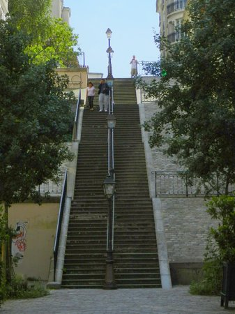 Sight Seeker's Delight Unique Walking Tours : iconic Montmartre steps