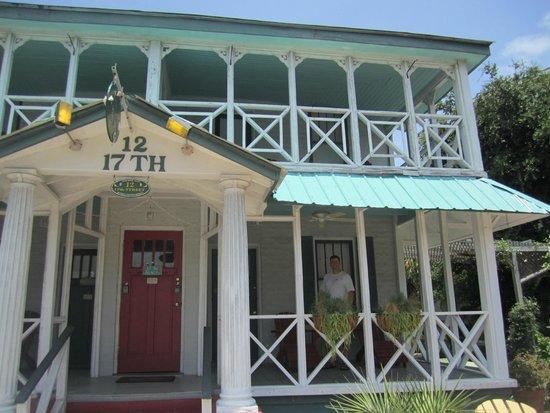17th Street Inn: Inn from the front