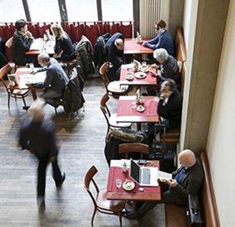 Oskar Maria : Der Cafébereich bietet Wiener Kaffeehaus-Flair