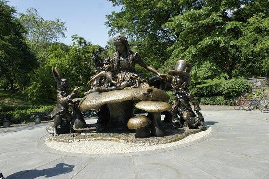 Central Park: Alicia en el Pais