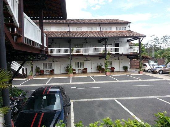 Hotel Luisiana: Parking Lot