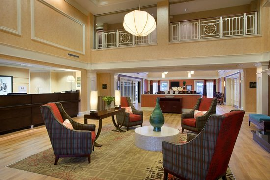 Hampton Inn & Suites Outer Banks / Corolla: Lobby Seating Area