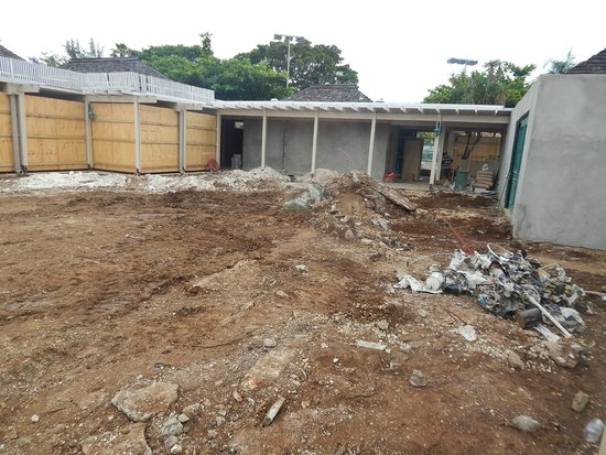 Hedonism II : Construction & remodeling of the main courtyard