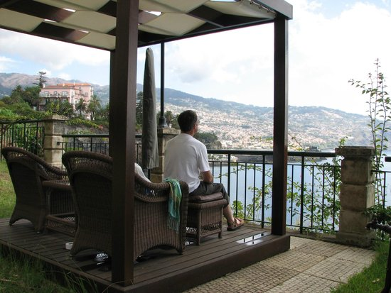 Hotel The Cliff Bay: View from 'outdoor rooms' over Funchal & harbour