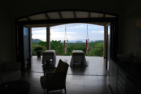 Villa Buena Onda: 2nd level massage and hammock chairs + of course, the view.
