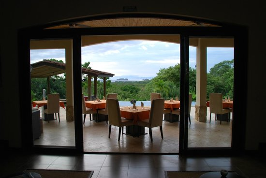 Villa Buena Onda: Eat outside by the pool. Seriously it looks like this ALL the time!