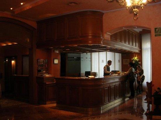 Colón Hotel: Hotel lobby