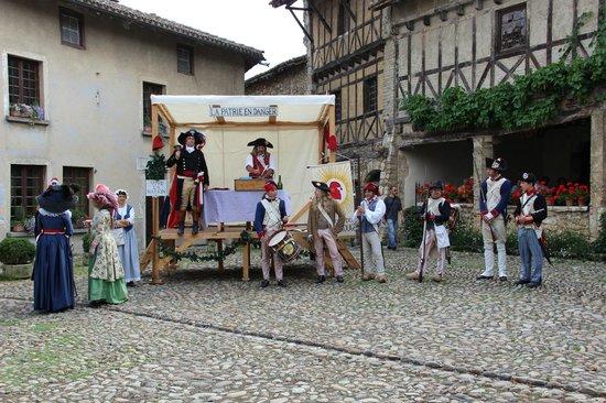 Cite medievale de Perouges: Évocation de 1789 la veille du 14 juillet