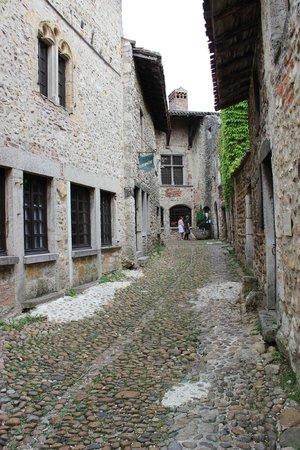 Cite medievale de Perouges: une autre rue sympa