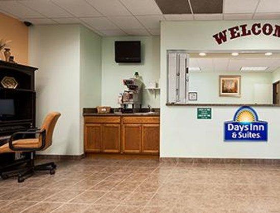 Days Inn & Suites Columbus NE: LOBBY