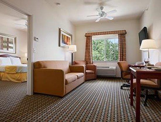 Days Inn & Suites Columbus NE: QUEEN SUITE