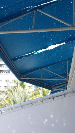 The Ritz-Carlton, South Beach : Toldo en terraza
