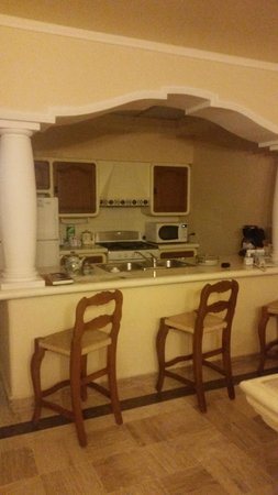 Torres Mazatlan Resort: Kitchen