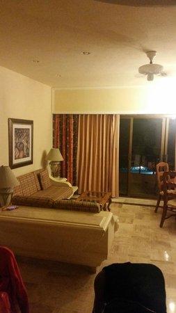 Torres Mazatlan Resort: Living Room Area