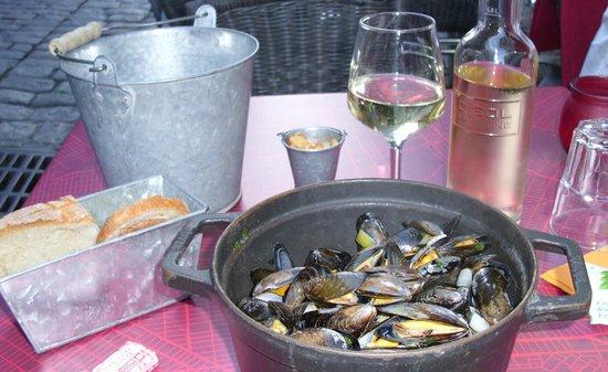 La Lycorne : More mussels means more wine
