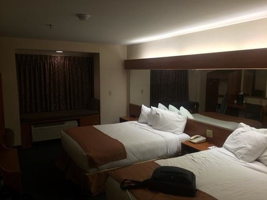 Microtel Inn & Suites by Wyndham Houma: room