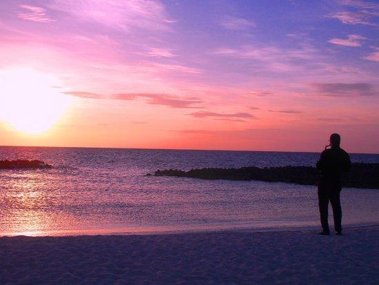 Melia Buenavista: The sunset ritual on the beach - cava and jazz