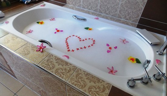 Melia Buenavista: Our bath prepared by our butler
