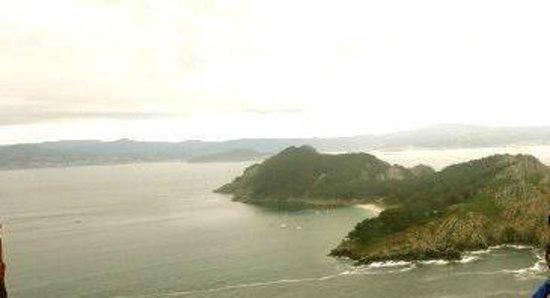 Playa de Rodas: Una de las islas con Bayona al fondo