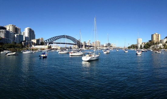 North Sydney Harbourview Hotel: Near Lavender Bay wharf at the bottom of the hill.