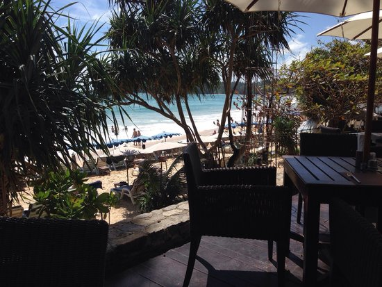Kata Beach Resort and Spa: View from cafe bar to the beach
