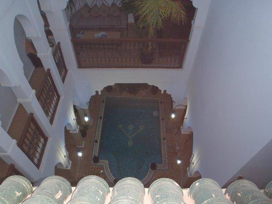 Riad Les Jardins Mandaline: Piscine vue de la terrasse