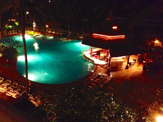 Kata Beach Resort and Spa: Night time view