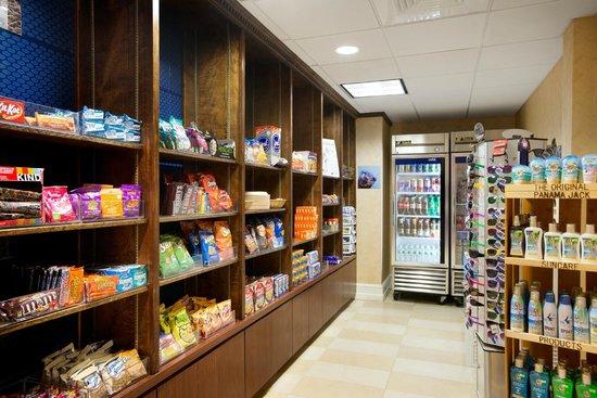 Hampton Inn & Suites Outer Banks / Corolla: Suite Shop