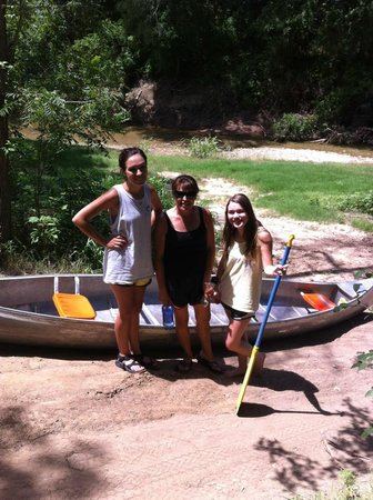 Tres Rios RV & Campground: Canoeing is a past time here!
