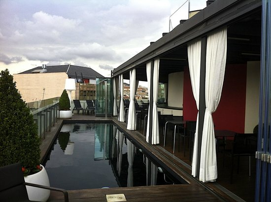 Hotel Cram: The bar and plunge pool