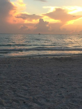 Marco Beach Vacation Suites : Sunset on the Beach!