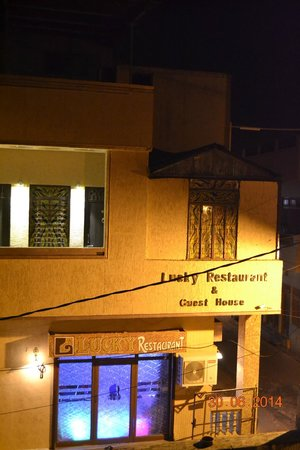 Lucky Restaurant: semi corner view