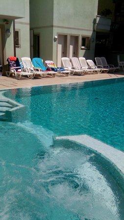 Ancora Hotel & Residence: piscine