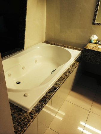 Grand Sirenis Riviera Maya Resort & Spa: Double jacuzzi bath