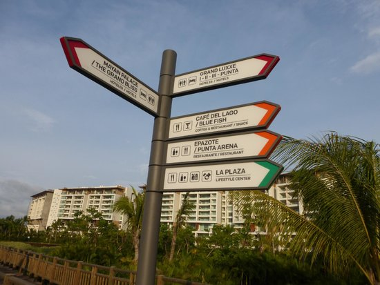 Grand Luxxe Nuevo Vallarta: Great signage so easy to get around now