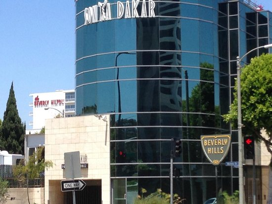 Hyatt Regency Century Plaza: Beverly Hills (border) only 5-8 minutes walk away but Rodeo Drive is 20 minutes walk.