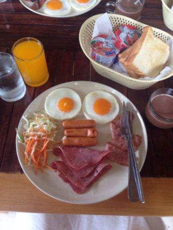 Simplicity Resort: Cutie breakfast set on my morning birthday. ����