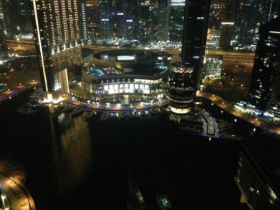 Ramada Plaza Jumeirah Beach: Night time view from 24th floor