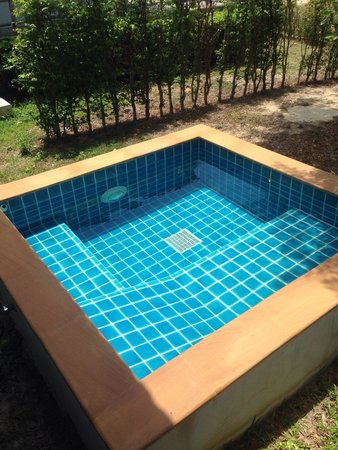 Simplicity Resort: A private pool for pool villa category. ��