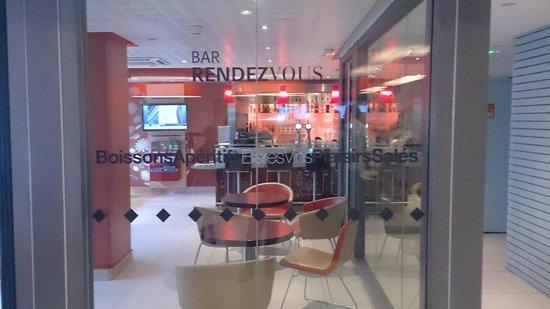Ibis Paris La Defense Centre : bar de l hotel