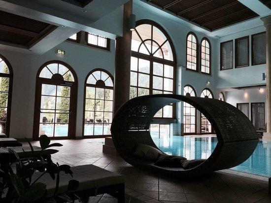 A-ROSA Resort Kitzbuehel: Piscina, interna, con passaggio all'esterno