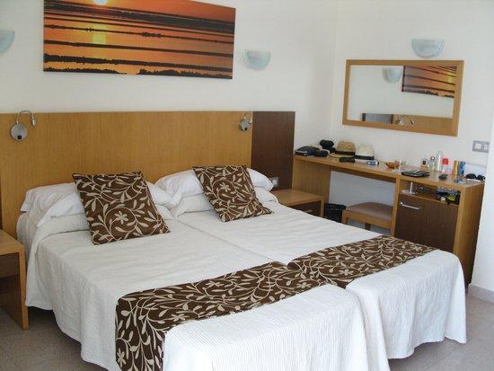 Hotel Gran Sol: amplia habitacion