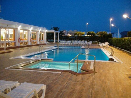 Hotel Gran Sol : piscina d noche