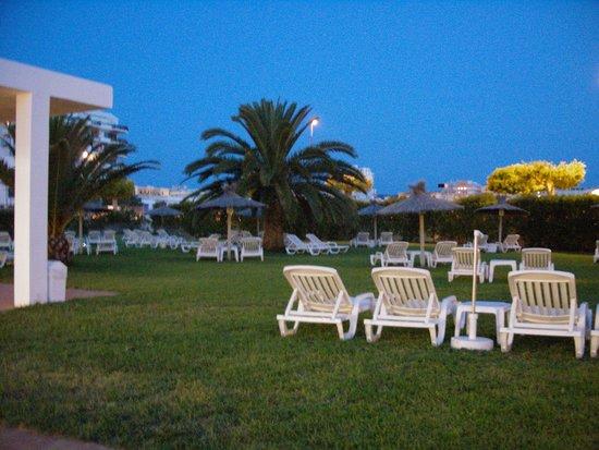 Hotel Gran Sol : jardin d noche
